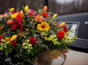 Tutti i vantaggi di una corona funebre per commemorare chi non c'è più