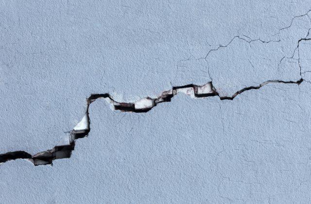 Come e quando intervenire sulle crepe nei muri